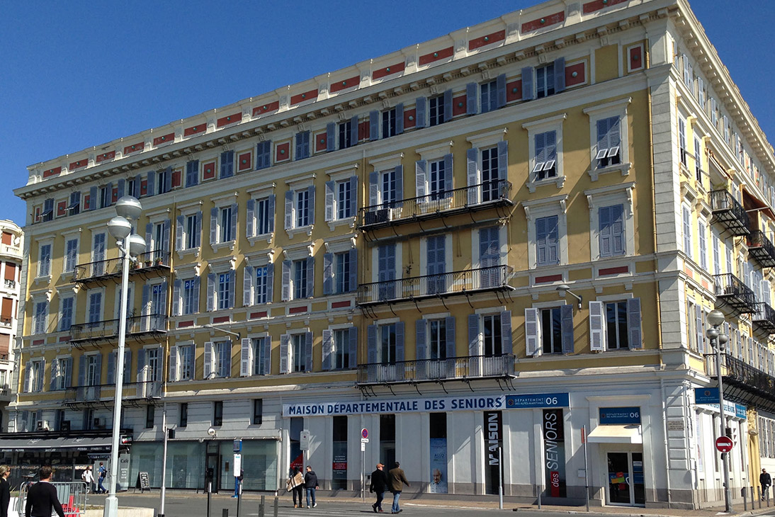 Vue de l 39 ext rieur agence de voyage happy few voyages nice for Centre des impots nice exterieur
