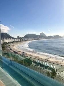 Vue sur la plage et le quartier de Copacabana à Rio de Janeiro au Brésil