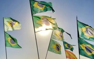 Drapeau du Brésil sur la plage