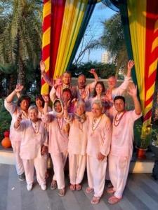 Groupe de voyage après la Holi en Inde